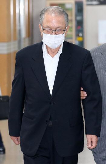 김기춘 전 대통령 비서실장, 항소심 선고 공판 출석