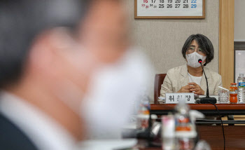 '대법원 양형위원회 전체회의' 주재하는 김영란 위원장