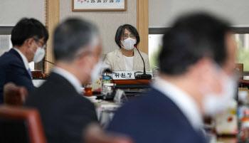 대법원 양형위 주재하는 김영란 위원장
