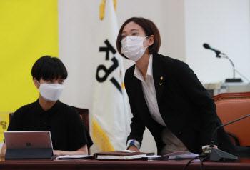 의원총회 참석한 류호정-장혜영