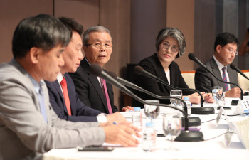 김종인 비상대책위원장, 관훈클럽 토론회에서 발언
