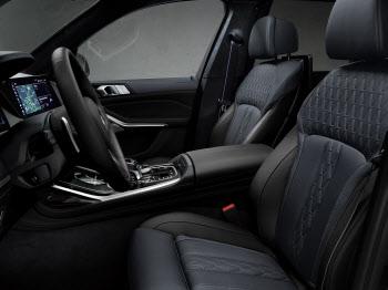BMW 'X7 다크 쉐도우 에디션', 넓은 실내 공간