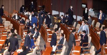 미래통합당 항의 표시로 표결 불참 속, 임대차보호법 국회 본회의 통과