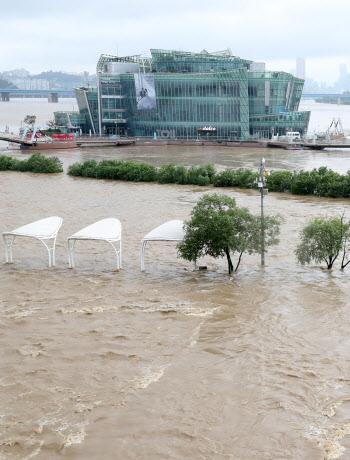 물에 잠긴 한강시민공원