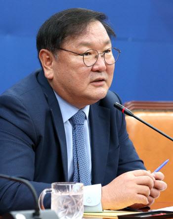 경제지 합동 기자회견에서 발언하는 김태년
