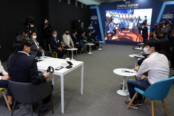 정총리, '규제혁신 현장대화' VR체험