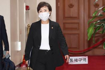 주택공급확대 TF 회의 참석하는 김현미 국토부 장관