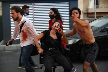 병원에 밀려드는 레바논 베이루트 폭발참사 부상자들