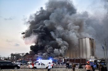 레바논 베이루트 폭발 현장에서 솟아오르는 검은 연기