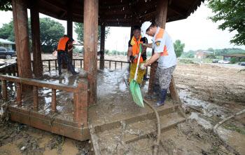 끝이 보이지 않는 수해 복구 작업
