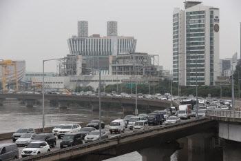 한강 수위 하락, '통행 재개된 강변북로'