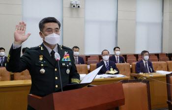 청문회에 앞서 선서하는 서욱 국방장관 후보자