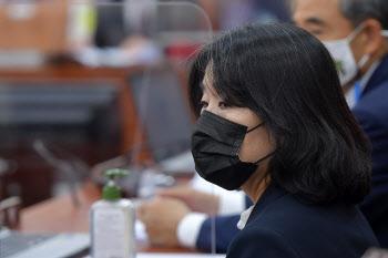 국회 환노위 전체회의 참석한 윤미향