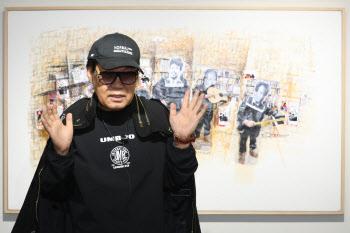 법적 다툼에서 승리 후 출간 기념회 갖는 조영남