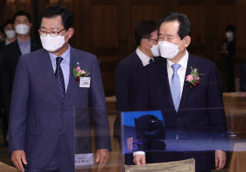 정세균 총리-김연태 회장, 건설기술인의 날 기념식 참석