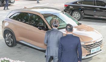 수소전기차 탄 정의선 회장