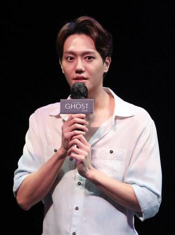 인사말하는 배우 김진욱